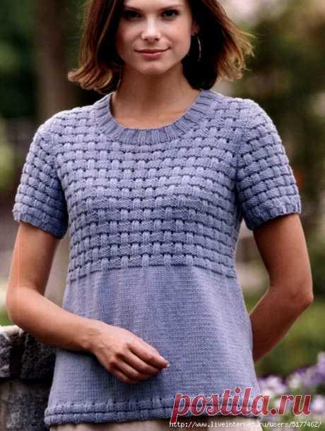 ПЕТЕЛЬКА К ПЕТЕЛЬКЕ. Пуловер плетеным узором   Пуловер с коротким рукавом от дизайнера Helene Rush достойно украшает несложный счетный узор. Размер: S/M/L/XL/2XL     ВАМ ПОНАДОБИТСЯ  300/330/380/400/440 г светло-сиреневой пряжи (100% акрил, 256 …