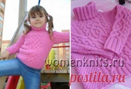 Розовый детский пуловер спицами с аранами