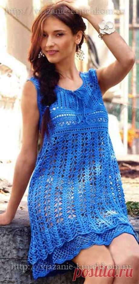 Ажурное платье-сарафан со схемами вязанное крючком