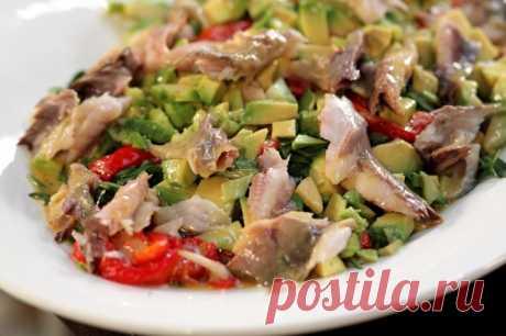 Стас Костюшкин в «Домашней кухне»: быстрый салат с копченой скумбрией