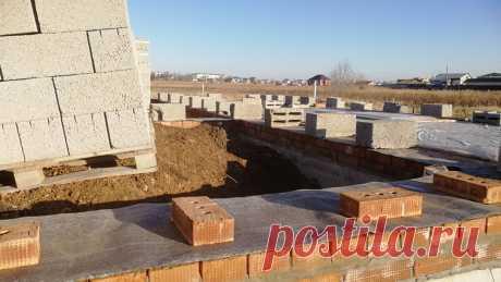 Почему в большинстве случаев не нужен цоколь из кирпича. | Построить дом | Яндекс Дзен