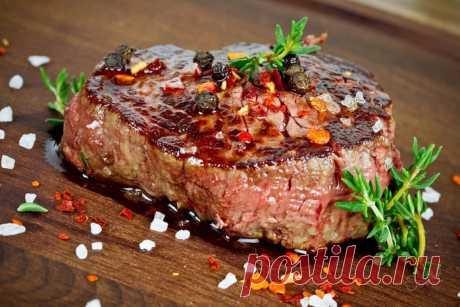 Советы, как правильно приготовить говядину Для того, чтобы правильно приготовить говядину, первым делом нужно выбрать хорошее мясо, а также решить, как именно её готовить. Потому как, для каждого вида блюда, существуют разные способы приготовления и разные части мяса, которые нужно брать для готовки...