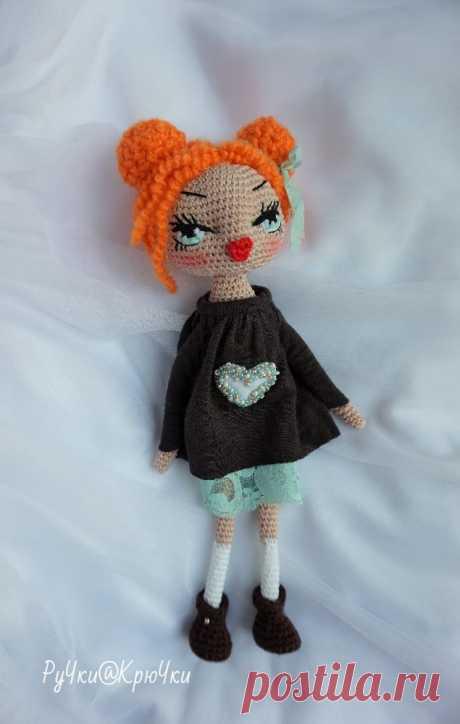 Кукла вязанная крючком.