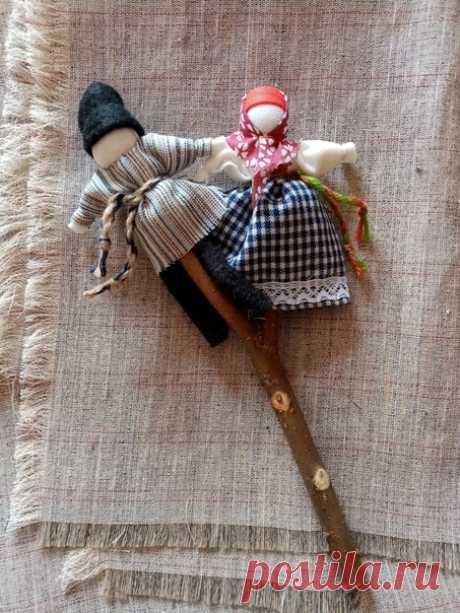 """Кто желает сделать куколок под названием """"Неразлучники""""? Это парочка на одной веточке."""