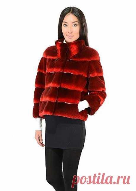 Красная норковая короткая шуба  Короткая меховая куртка из сочетания норки и кожи красного цвета.  Эта шубка станет любимым нарядом для поездки в автомобиле и выделит свою владельцы из массы классических шуб.