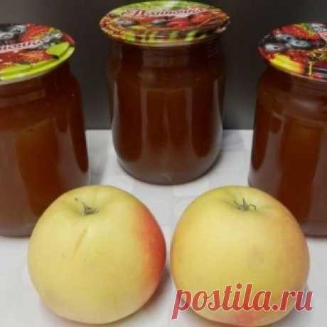 El invierno no lejos: la mermelada De manzana como la mermelada por las manos