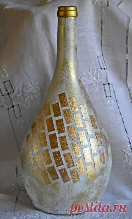 If you're looking for new wine bottle craft ideas, look no further than the Gold Shimmer Wine Bottle Vase! The lovely shape of this particular wine bottle creates a beautiful effect and draws…