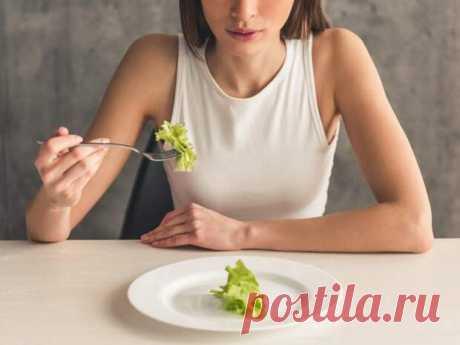 Признаки того, что у вас расстройство пищевого поведения - Будь в форме! - медиаплатформа МирТесен Расстройство пищевого поведения — психологическое заболевание, при котором человек чрезмерно озабочен едой, весом и своим внешним видом. Заболевание может принимать различные формы: от анорексии до десоциализации, при этом человек иногда даже не догадывается, что остро нуждается в помощи