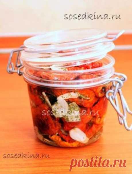 Вяленые помидоры.   СОСТАВ: Масло оливковое — 200 мл Помидор — 2-3 кг Чеснок — 7 зуб Розмарин Петрушка Майоран Орегано Тимьян Укроп Соль