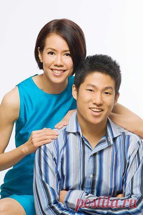 Маме - 50 лет, сыну - 18, разница в возрасте - 32 года. Технология AgeLoc превратила маму, почти в ровесницу.