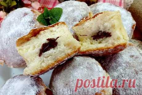 Рецепт булочек: дрожжевое тесто, шоколадная начинка, выпечка