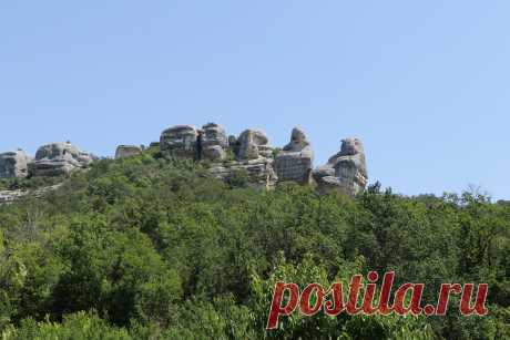 Небольшое путешествие вокруг ландшафтного памятника природы Крыма. Молчаливые, величественные, мистические сфинксы растянулись грядой, охраняющей живописную Каралезскую долину.
