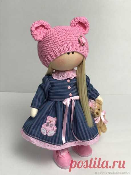 Текстильная куколка-мишутка.