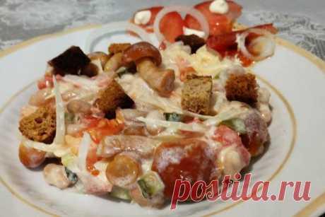 Салат с маринованными опятами фасолью и сухариками рецепт Салат с маринованными опятами можно приготовить с сухариками и фасолью. Это простой и легкий рецепт, который придется по вкусу всей семье. Блюдо не составит труда приготовить в обыденный день и подать к обеду или ужину. Можно сделать закуску и на застолье. Сытный и питательный салат порадует любителей пикантных и выразительных лакомств. А сейчас, пришло время рассмотреть, как приготовить салат с маринованными опятам...