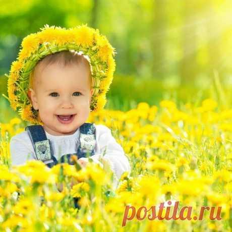 Так много Солнечных Людей!  Они, как вечная Весна,  Нам дарят свет и обновление,  Уверенность и возрожденье.    © Маргарита Дрейя