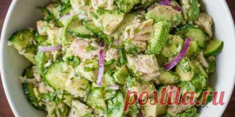 Салат с авокадо, тунцом и огурцами   |  10 ярких салатов с авокадо для истинных гурманов - Лайфхакер