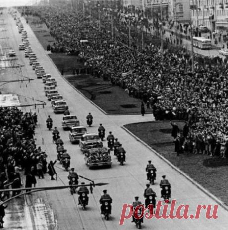Кортеж первого в мире космонавта Юрия Алексеевича Гагарина. Москва - 14 апреля 1961 год  |  И Сонина - Редкий кадр | OK.RU
