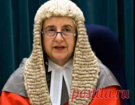 ՀԱՅՈւՀԻ, պատմական իր դերակատարությամբ Դեյմ Սայան Սրբուհի Իլայաս (1949 թ.) Առաջինը լինելն, իսկապես, հայուհիներին խիստ բնորոշ է և այդպիսի օրինակներ կան նաև մեր օրերում: Այսպիսով՝ գերագույն դատարանի առաջին կին նախագահը նույնպես հայուհի է: Նոր Զելանդիան որոշեց, որ արքայական փաստաբանի պաշտոնում ընտրված առաջին երկու կանանցից մեկը՝ Դեյմ Սայան Սրբուհի Իլայասը, որը տեղաբնիկ մաորի ժողովրդի իրավունքների պաշտպանության ջերմեռանդ կողմնակից էր, պետք է դառնա գերագույն դատավոր: