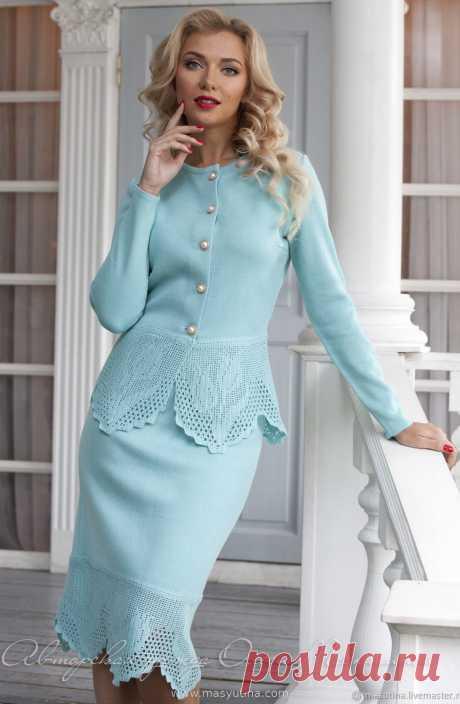 """Костюм """"Helen"""" Очаровательный вязаный деловой костюм цвета тиффани! Костюм состоит из жакета на пуговицах в стиле Chanel и юбки-карандаш! Кружевные детали выполнено вручную, 100% Handma"""
