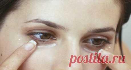 Женщины во всем мире наносят пищевую соду на кожу под глазами — причина феноменальна!!! • Сияние Жизни