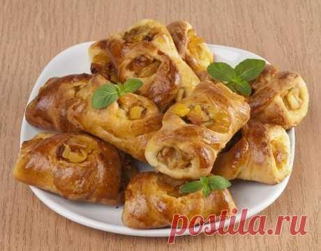 Пирожки с яблоками и курагой из дрожжевого теста: рецепт