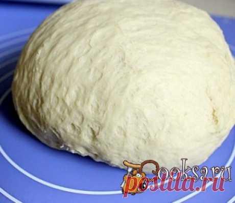 Дрожжевое пирожковое тесто на кипятке #тесто #кулинария #пирожки #дрожжевое #вкусно #рецепты Это тесто подходит для печеных и жареных пирожков, выпечка из него долго не черствеет. Мука пшеничная — 500 г; Вода — 250 мл; Яйцо — 1 шт; Масло растительное — 1 ст.л.; Маргарин — 20 г; Соль — 0,5 ч.л.; Сахар — 2,5-3 ст.л.; Дрожжи (быстродействующие) — 7 г;