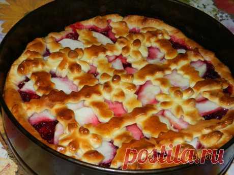 Как приготовить красивый дрожжевой пирог с брусничным вареньем и яблоком - рецепт, ингредиенты и фотографии