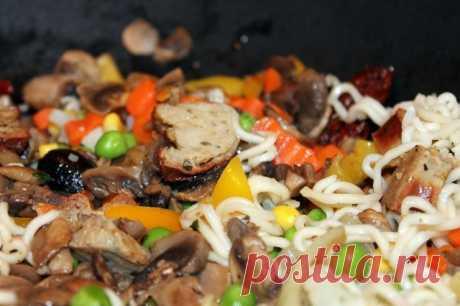 Китайская лапша с овощами и свининой