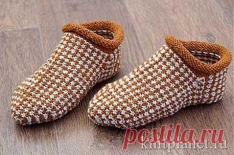 Мягкие, уютные носки-тапочки связаны ленивым жаккардом. Мастер-класс по вязанию тапочек спицами.