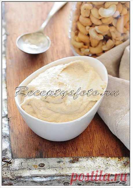 Соус ореховый. Этот соус очень универсален и может быть использован практически везде, где бы вы могли использовать хумус. Он особенно хорош с тушеными или зелеными овощами или с рыбой.