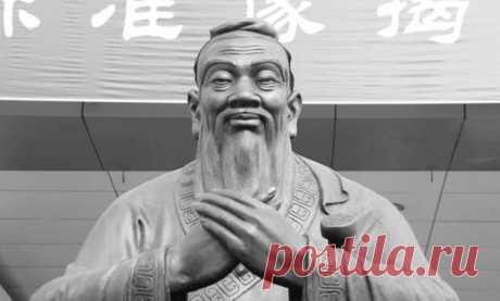 Мудрые фразы Конфуция, которые учат правильно жить - ТАЙНЫ ВСЕЛЕННОЙ - медиаплатформа МирТесен Конфуций, жил с 551 до 479 года до нашей эры в Китае. Его учение возникло в эпоху конфликтов и потрясений. Из этого обстоятельства можно понять его учение о нравственно хорошем действии. Его идеалом был морально безупречный, благородный человек, которого встретить практически невозможно, особенно в