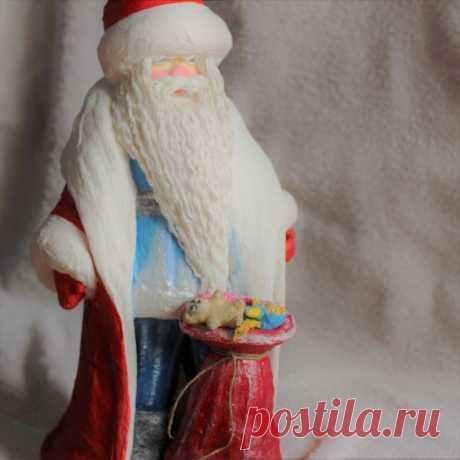 Дедушка Мороз сделан из ваты. Высота 39 см. Сувенир под ёлку, будет служить на долгую память.