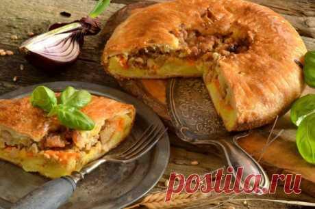 Пирог с картошкой и фаршем Английский пирог с картошкой и мясом – вкусная классика Британии. Суть этого блюда вот в чём: в слоеное или песочное заварное тесто уложена слоями начинка, накрыта крышечкой из теста, проделано отверстие для пара.