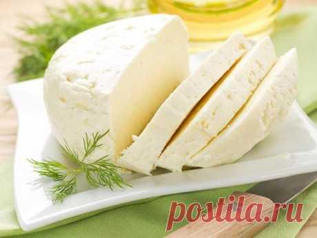 Очень вкусный сыр — сулугуни, готовится легко и быстро!  на 100грамм - 80.94 ккалБ/Ж/У - 4.23/5.3/3.94   Ингредиенты:  1 л. молока  Показать полностью…