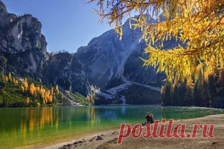 Татьяна Трифонова  / Озеро Брайес. Это прекрасное озеро располагается в доломитовых Альпах Италии, недалеко от границы с Австрией. Оно считается самым глубоким озером в южном Тироле.