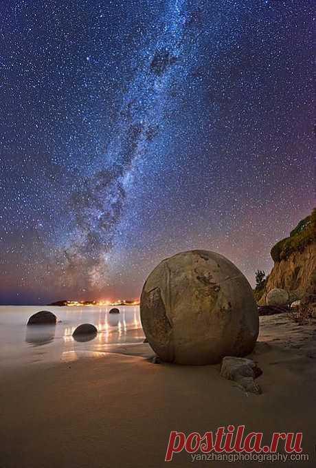 Млечный Путь и валуны, Пляж в Китае