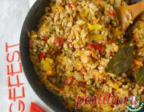 Овощи с фаршем и рисом на сковороде – кулинарный рецепт