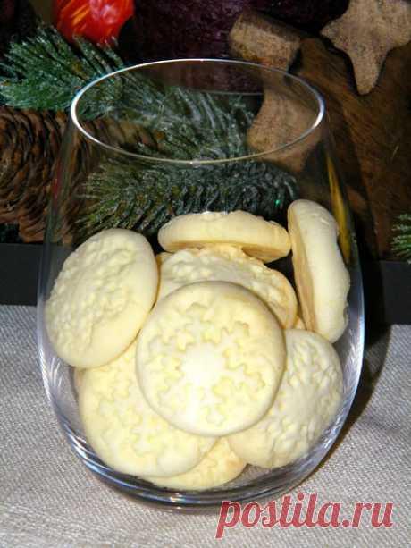 """Печенье """"Снежинки"""" ( Schneeflocken ) Сегодня второй адвент и мы зажгли вторую свечу. Вифлеемскую свечу. Вифлеемская свеча представляет пришествие на землю Иисуса, Сына Божьего, рожденного от Девы Марии. Это светлый символ приготовления к встрече Младенца Христа. Я начала печь Pltzchen печеньки. Это очень увлекательно и…"""