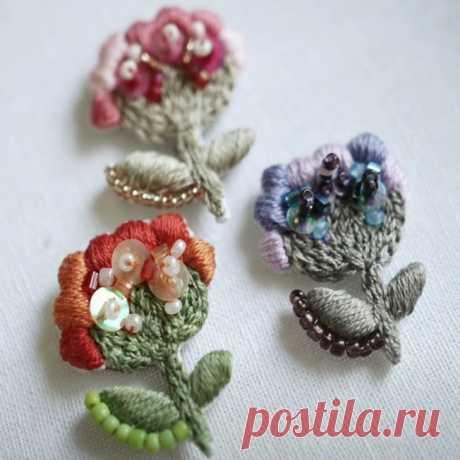 Как сделать красивую вышитую цветочную брошь