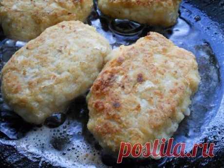 Котлеты из куриного фарша с капустой тушеные в томате. куриный (лучше...