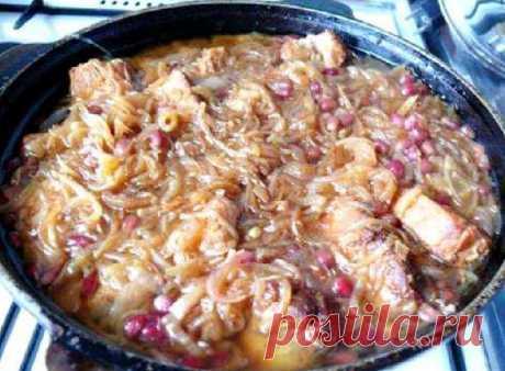 Хохоп Хохоп - это вкусное и сытное горячее блюдо армянской кухни, которое очень просто приготовить в домашних условиях. Обычно его делают с курицей, но в этом рецепте мы используем свинину. Блюдо получается невероятно вкусным, сочным, с особой кислинкой.