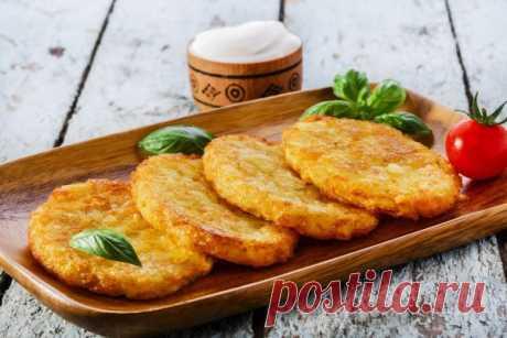 Оладьи из картофельного пюре с зеленым луком   Ингредиенты:  Картофельное пюре 300 г.  Сыр твердый 150 г.  Показать полностью…