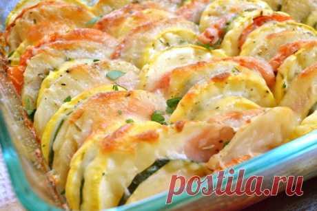 Запеканка из овощей — минимум калорий, а на вкус объедение  Запеканка из кабачков и помидоров — изумительно легкое блюдо для летнего (и не только) ужина. Нежные овощи под сырной корочкой придутся по вкусу всем. Продукты: 1.Помидоры — 1-2 шт 2. Кабачки — 200–2…