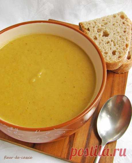 Суп с запеченными баклажанами и чесноком.