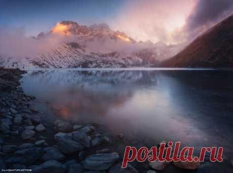Закат на озере Гокио. Национальный парк Сагарматха, Непал. Автор фото – Lyokin:
