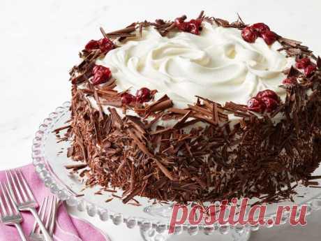 Бисквит шоколадный на сметане: рецепт, особенности приготовления, время выпекания, фото . Милая Я Насыщенный шоколадный вкус, плотная и одновременно пористая текстура, умеренная влажность – именно таким получается шоколадный бисквит на сметане. Фото и рецепт приготовления этого простого, но при этом безумно вкусного десерта представлены в следующей статье. И не удивляйтесь, если гости не оставят вам попробовать ни кусочка. Шоколадный бисквит на сметане с вишней и взбитыми ...