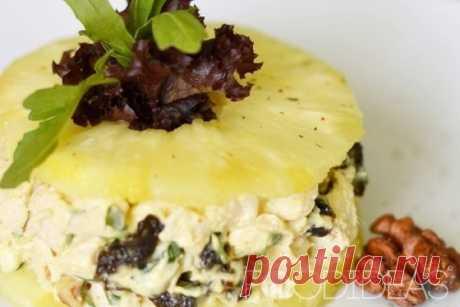 Салат с морепродуктами и ананасом - рецепт приготовления с фото