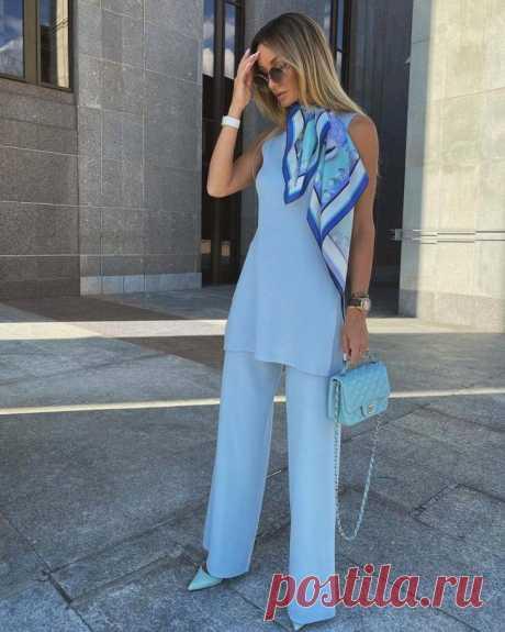С чем лучше всего сочетать голубые брюки Голубые брюки обычно выбирают для создания летних образов. Они ассоциируются с солнцем, пляжем и хорошей погодой. Но также голубые брюки легко добавить в повседневный образ или разбавить деловой лук. ...