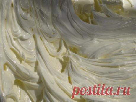 Это идеальный крем для украшений тортов, кексов, пирожных! Послушный, пластичный и вкусный!