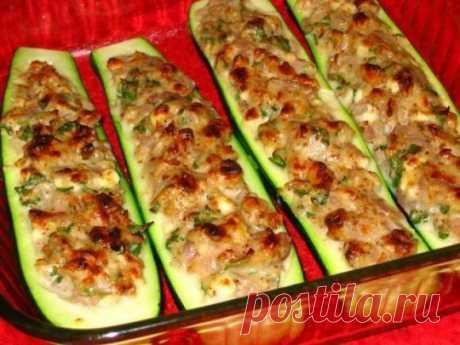 кабачки-лодочки с курицей к ужину.